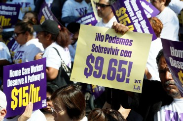 04/14/2015 - Los Angeles, Ca. - Hundreds of LA County Caregivers Rally for a livable vage (photo Ciro Cesar/La Opinion).