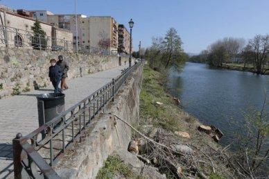 CHT desbroza ribera del rio