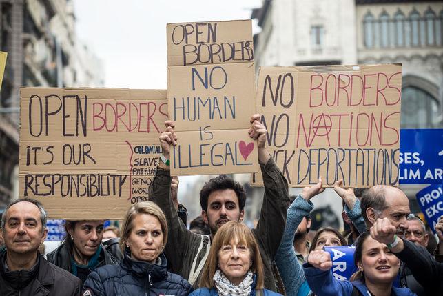 manifestacio-casa-nostra-vostrarefugiats-acollir_ediima20170218_0407_5